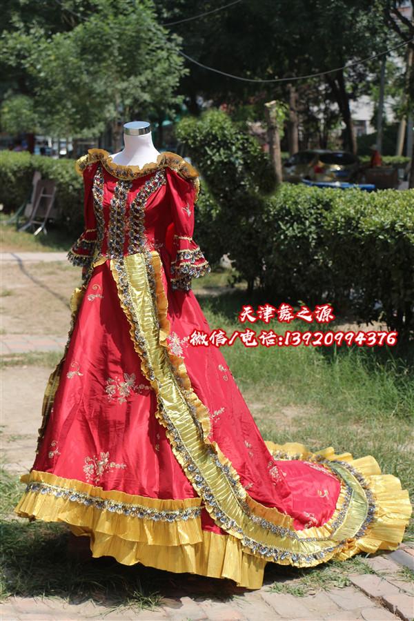 酒红色拖尾女欧式礼服