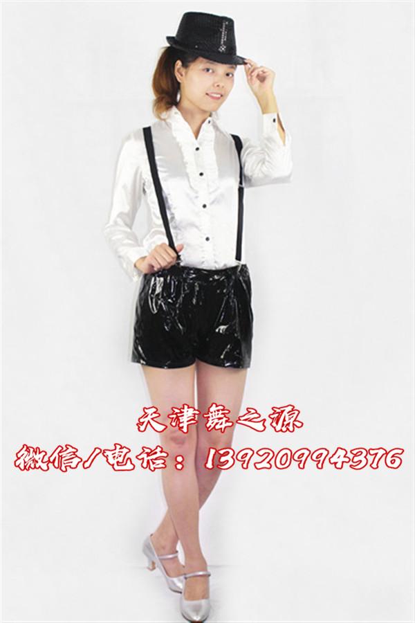 白衬衣黑短裤爵士舞